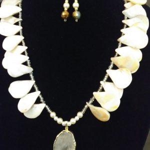 Tyra Women Necklace Set