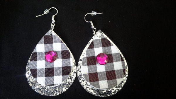 White And Black Checkered Teardrop Earring W Fuschia Stone