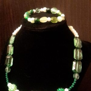 Green And White Beaded Necklace Set