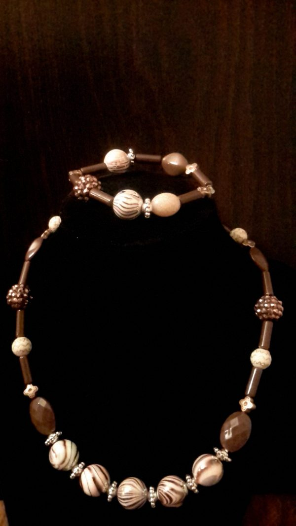 Brown And White Beaded Necklace Set