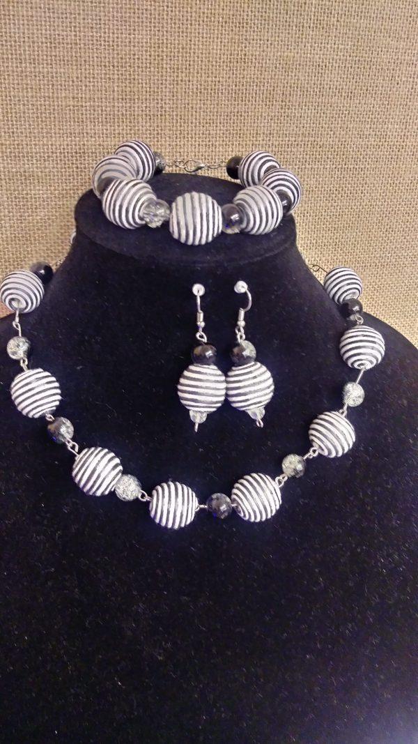 "Black And White ""Swirl"" 3pc Women Necklace Set"